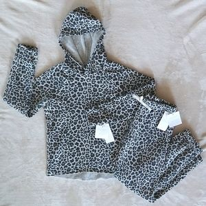 NWT 2 piece sweat outfits (little girls)